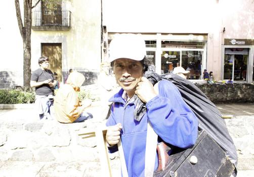 Santiago Robles, Seis comidas compartidas, Arte, Arte Contemporáneo, Intervención, Intervencionismo, Arte colaborativo, Ciudad de México, México, Plaza de la Alhóndiga, Trabajadoras sexuales, Jóvenes en situación de calle, Cocina, Cocinando, Cooking, Espacio público, Acequia real, Bonus, Nopales con queso