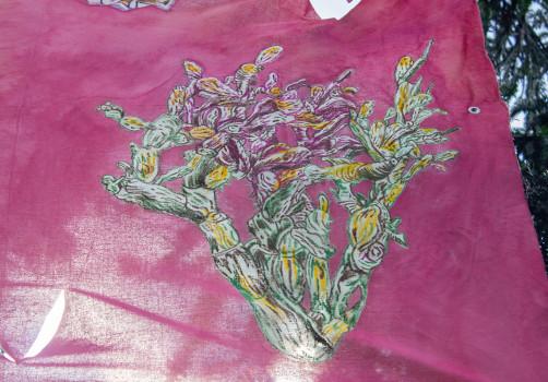 SantiagoRobles, JimenaGarcia, IlseGradwhol, Art, Arte, Intervention, Tree, Arbol, Alasombradelarbol, paint, graphic, cochinilla, añil, cochineal, arboldeldeseo, Jardin, Garden, VisualArt, ContemporaryArt, ArteContemporaneo